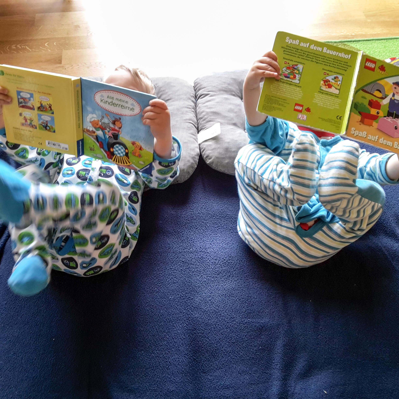 Kleinkinder und Bücher