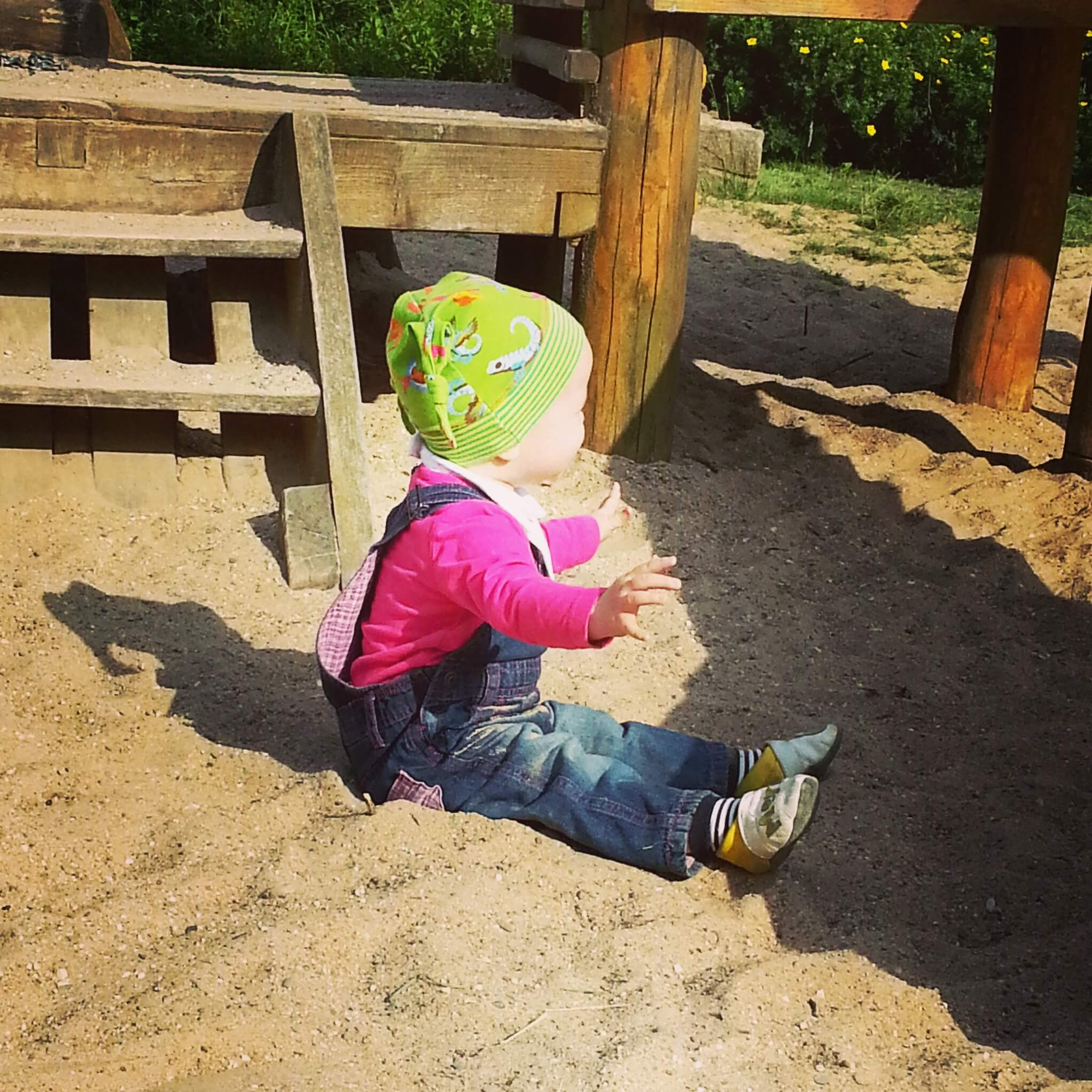 Kleinkind im Sand
