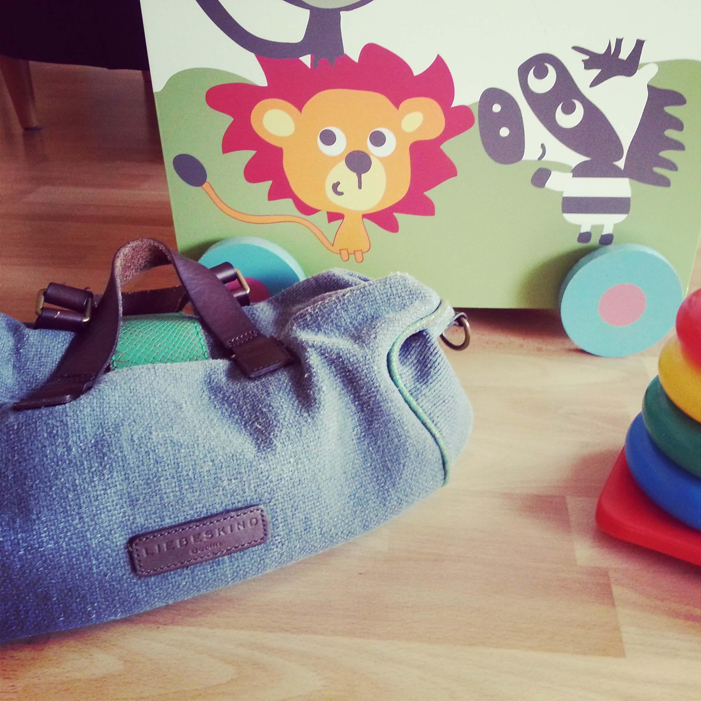 Für Kleinkinder sehr interessant und viel besser als ein Spielzeug: Mamas Handtasche