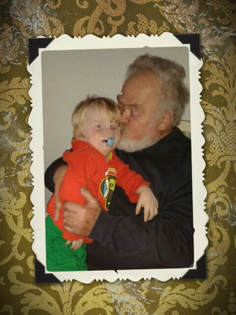 Murmeljunge mit Opa