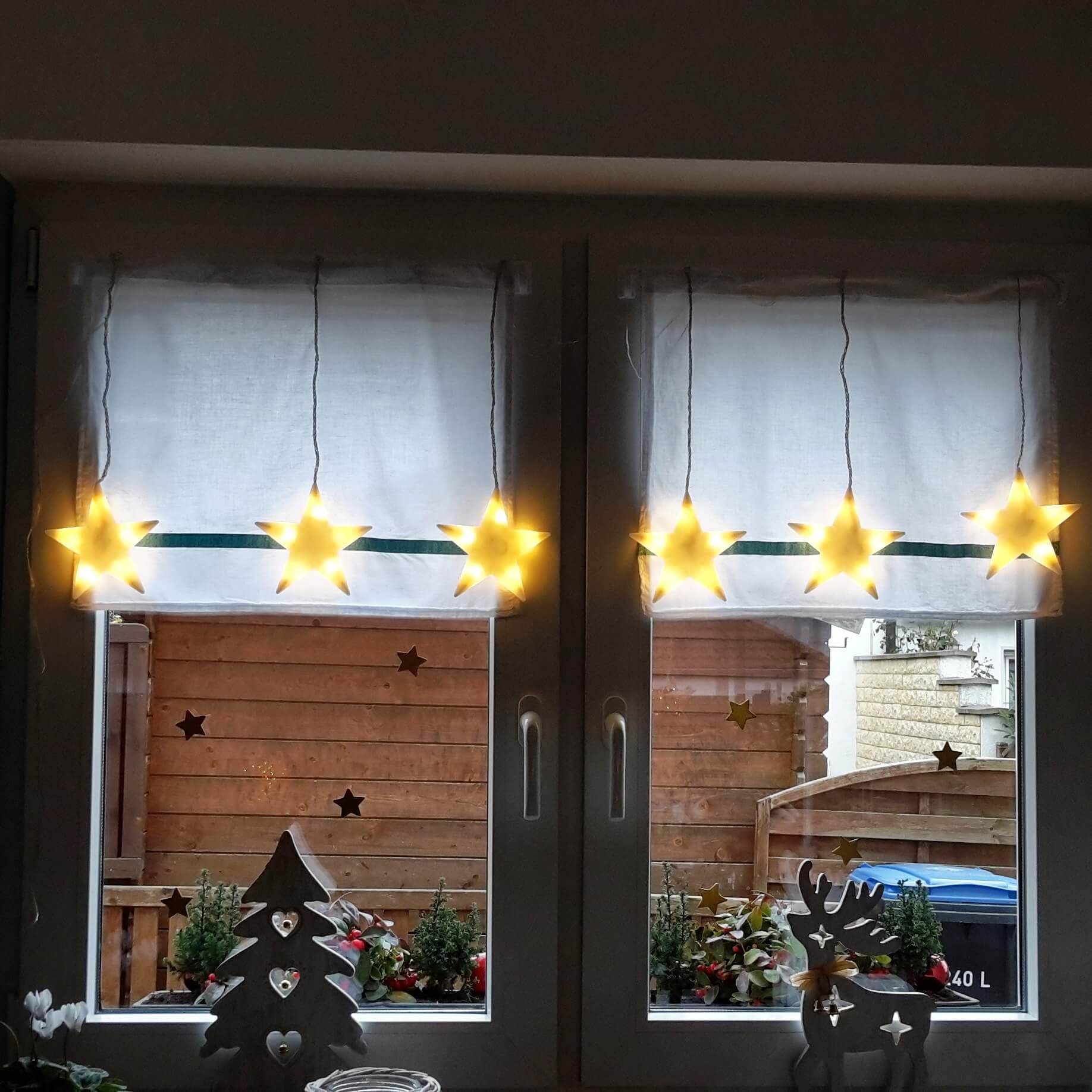 Weihnachtliches Fenster im Advent