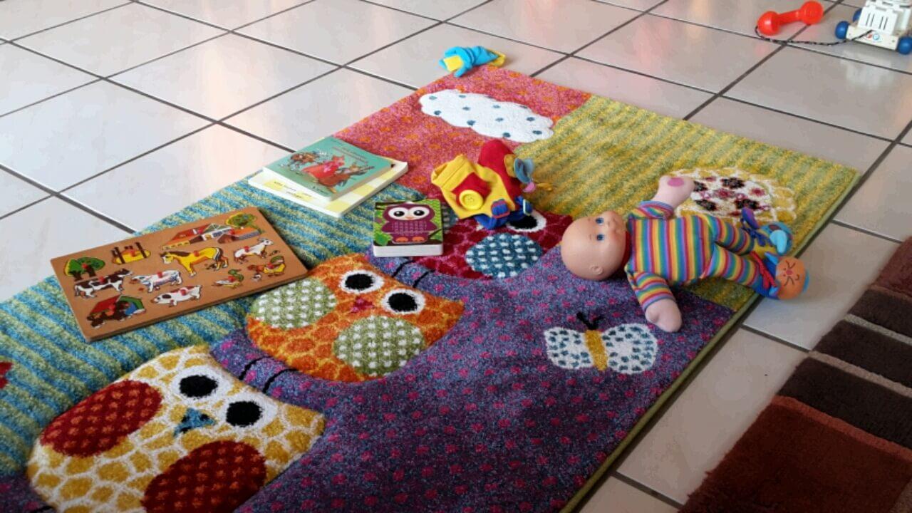 Teppich mit Spielzeug