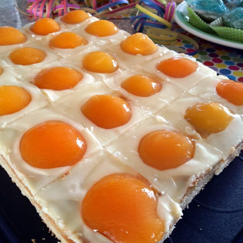 Schnelle Kinder Kuchen Schlumpfpupsmuffins Und Spiegeleierkuchen