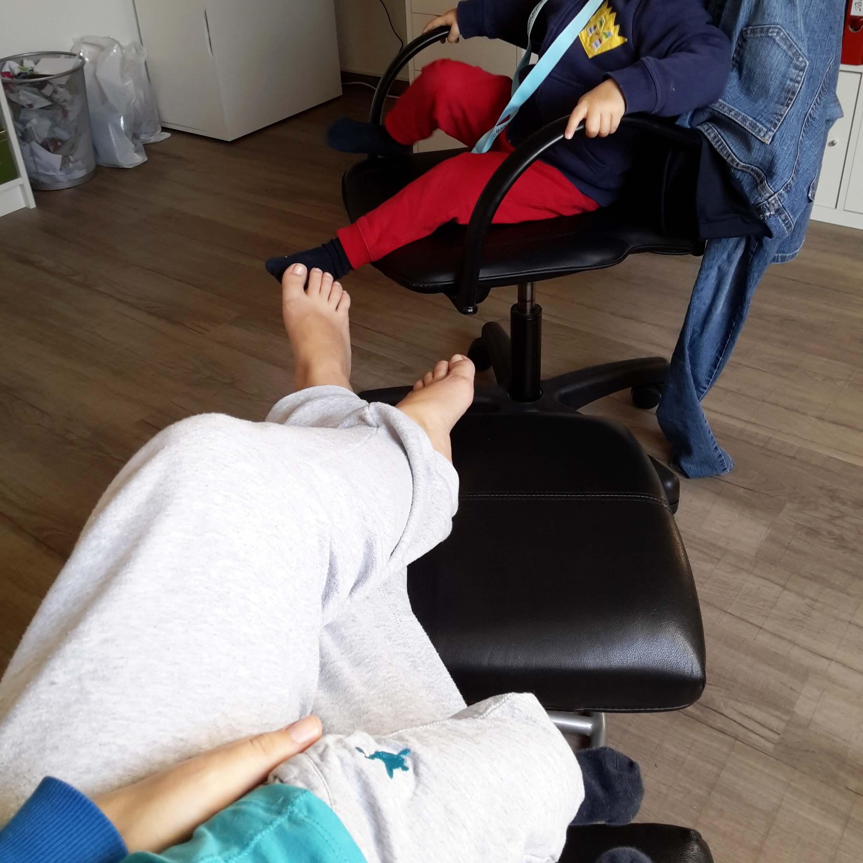 Arbeitszimmer mit Baby