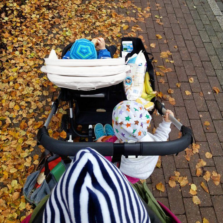 mit 3 kleinen Kindern unterwegs im Bugaboo Donkey Duo