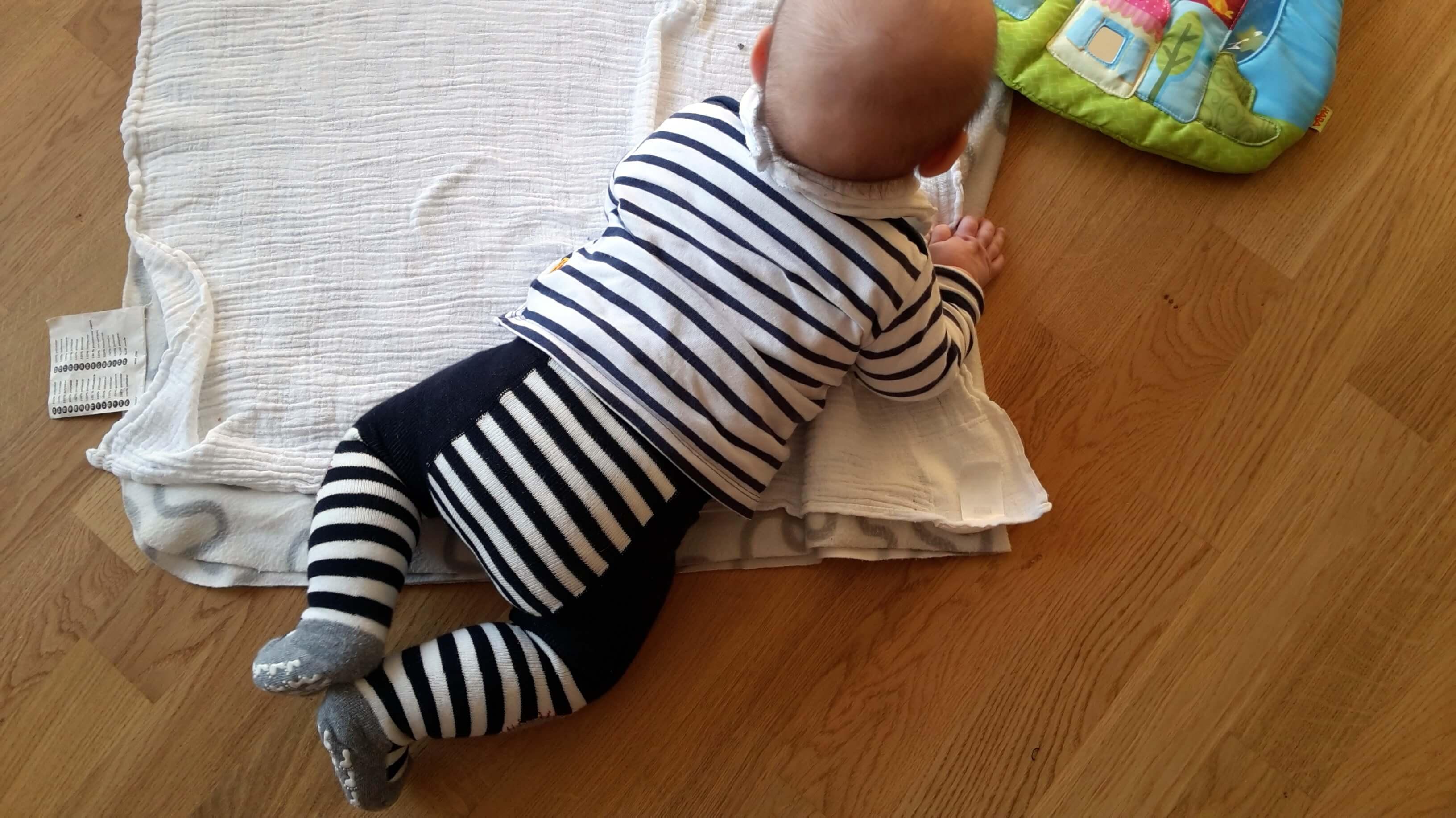Baby in Bauchlage
