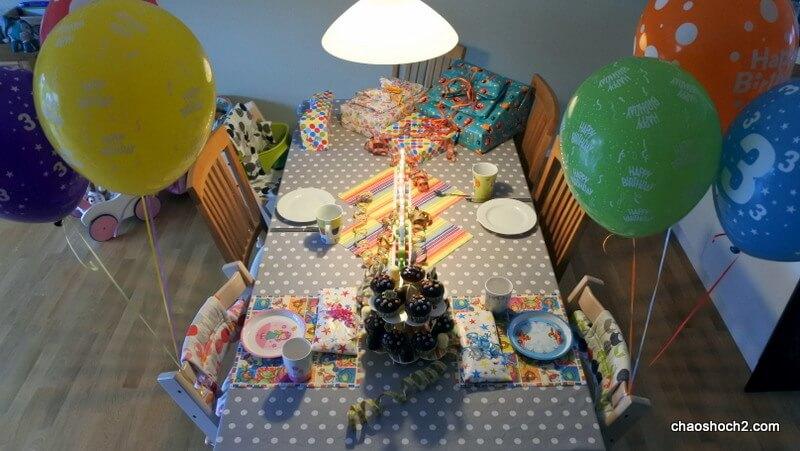 Geburtstagstisch der Zwillinge