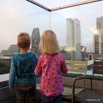 Blick von der Dachterrasse des 25hours Bikini Berlin Hotel auf die Gedächtniskirche