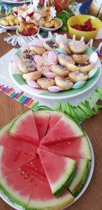 Obst und Mini-Amerikaner verschönern jede Geburtstagstafel