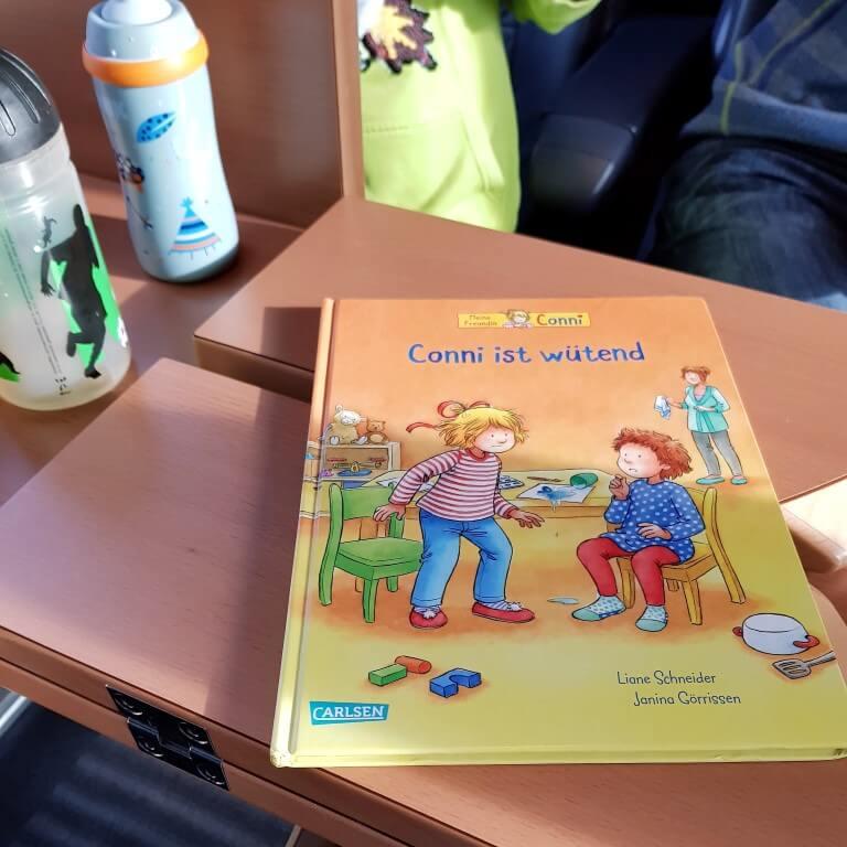 unterwegs im Zug mit kleinen Kindern