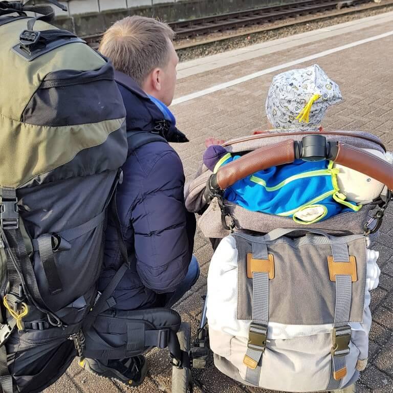 Bahnfahrt mit kleinen Kindern