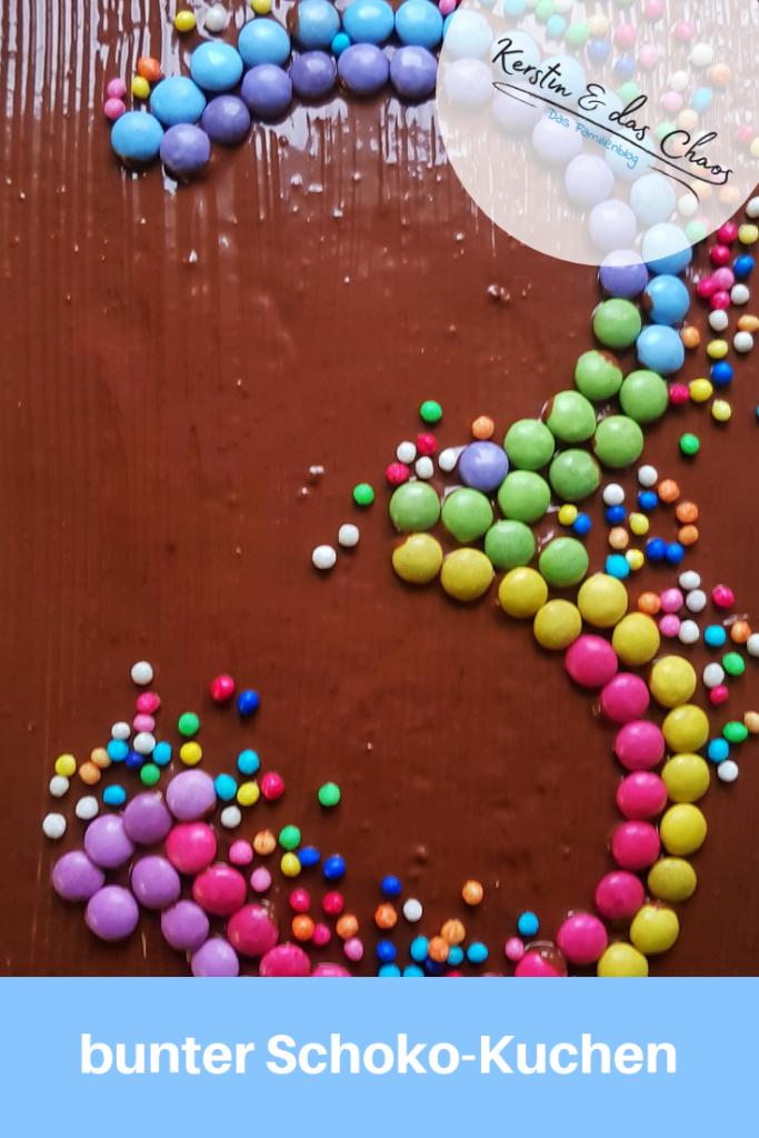 bunter Schokokuchen zum Kindergeburtstag für den dritten Geburtstag