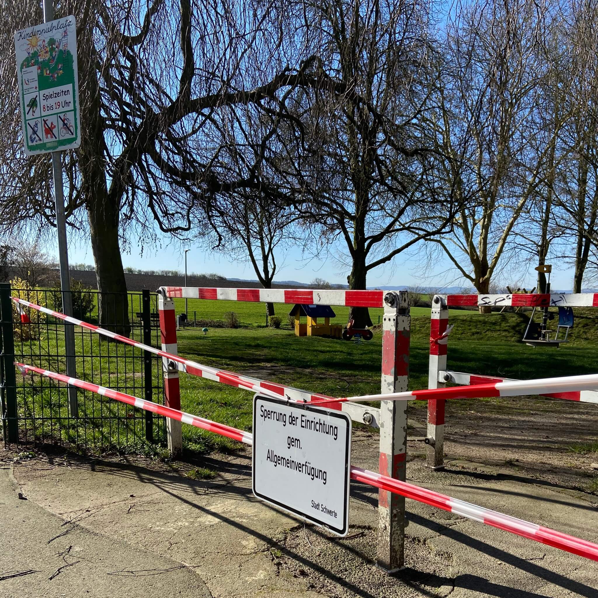 geschlossener Spielplatz Pandemie
